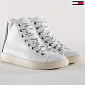 /achat-baskets-montantes/tommy-hilfiger-jeans-baskets-light-leather-mid-em0em00104-blanc-143710.html