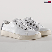 /achat-baskets-basses/tommy-hilfiger-jeans-baskets-femme-light-leather-low-en0en00230-white-143711.html