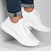 /achat-baskets-basses/adidas-baskets-swift-run-b37725-footwear-white-core-black-144646.html