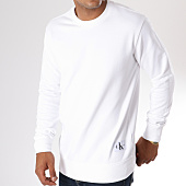 /achat-sweats-col-rond-crewneck/calvin-klein-sweat-crewneck-monogram-chest-logo-7743-blanc-146774.html