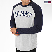 /achat-t-shirts-longs-oversize/tommy-hilfiger-jeans-tee-shirt-manches-longues-oversize-raglan-baseball-gris-chine-bleu-marine-148442.html
