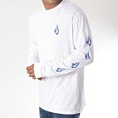/achat-t-shirts-manches-longues/volcom-tee-shirt-manches-longues-deadly-stone-blanc-bleu-clair-151150.html