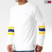 /achat-t-shirts-manches-longues/tommy-hilfiger-jeans-tee-shirt-manches-longues-college-5090-blanc-bleu-marine-jaune-152793.html