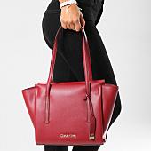 /achat-sacs-sacoches/calvin-klein-sac-a-main-femme-frame-medium-shopper-4596-bordeaux-153378.html