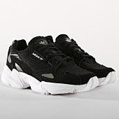 /achat-baskets-basses/adidas-baskets-falcon-b28129-core-black-footwear-white-154384.html