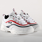/achat-baskets-basses/fila-baskets-femme-ray-low-1010562-150-white-navy-red-156300.html