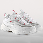 /achat-baskets-basses/fila-baskets-femme-ray-low-1010562-00k-white-silver-156312.html