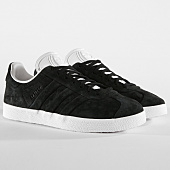 /achat-baskets-basses/adidas-baskets-gazelle-stitch-and-turn-cq2358-core-black-footwear-white-159154.html