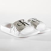 /achat-claquettes-sandales/calvin-klein-claquettes-femme-chantal-metallic-crinkle-re9855-argente-164878.html