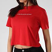 /achat-t-shirts/calvin-klein-tee-shirt-crop-femme-shrunken-institution-0497-rouge-166044.html