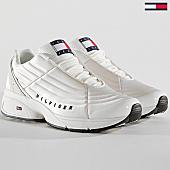/achat-baskets-basses/tommy-hilfiger-jeans-baskets-femme-heritage-en0en00400-100-white-167089.html