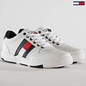 /achat-baskets-basses/tommy-hilfiger-jeans-baskets-lifestyle-em0em00262-white-169313.html