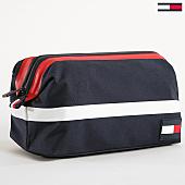 /achat-sacs-sacoches/tommy-hilfiger-jeans-trousse-de-toilette-pop-frame-4575-bleu-marine-blanc-rouge-170212.html