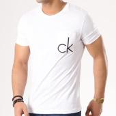 /achat-t-shirts-poche/calvin-klein-tee-shirt-poche-typor-blanc-124876.html
