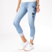 https://www.laboutiqueofficielle.com/achat-jeans/jean-skinny-femme-carmen-bleu-denim-floral-131350.html