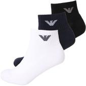 /achat-chaussettes/emporio-armani-lot-de-3-paires-de-chaussettes-302202-cc195-blanc-noir-bleu-marine-136016.html