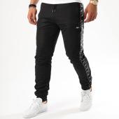 /achat-pantalons-joggings/wrung-pantalon-jogging-bandes-brodees-allstars-noir-blanc-142029.html