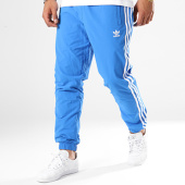 /achat-pantalons-joggings/adidas-pantalon-jogging-bandes-brodees-warm-up-dh5765-bleu-clair-blanc-143791.html