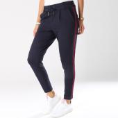 https://www.laboutiqueofficielle.com/achat-jeans-pantalons/pantalon-avec-bandes-femme-poptrash-easy-new-sporty-bleu-marine-145486.html