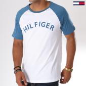 /achat-t-shirts/tommy-hilfiger-jeans-tee-shirt-logo-0699-blanc-bleu-clair-146740.html