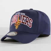 /achat-casquettes-de-baseball/mitchell-and-ness-casquette-team-arch-pinch-panel-cleveland-cavaliers-bleu-marine-148217.html