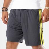 /achat-shorts-jogging/adidas-short-jogging-juventus-3-stripes-cf3509-gris-anthracite-jaune-148558.html