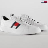 /achat-baskets-basses/tommy-hilfiger-baskets-flag-detail-leather-fm0fm01712-white-148775.html