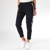 https://www.laboutiqueofficielle.com/achat-pantalons-carreaux/pantalon-femme-avec-bandes-h278nb-bleu-marine-blanc-155450.html