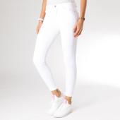 https://www.laboutiqueofficielle.com/achat-jeans/jean-skinny-femme-g2001-blanc-157255.html
