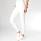 https://www.laboutiqueofficielle.com/achat-jeans/jegging-femme-22618-55b-blanc-157295.html