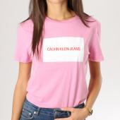 /achat-t-shirts/calvin-klein-tee-shirt-femme-institutional-box-slim-rose-blanc-160378.html