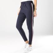 https://www.laboutiqueofficielle.com/achat-pantalons-carreaux/pantalon-femme-avec-bandes-poptrash-easy-bleu-marine-blanc-rouge-163567.html