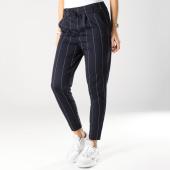 https://www.laboutiqueofficielle.com/achat-pantalons-carreaux/pantalon-raye-femme-poptrash-bleu-marine-163592.html