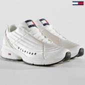 /achat-baskets-basses/tommy-hilfiger-jeans-baskets-heritage-em0em00196-100-white-167083.html