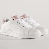 https://www.laboutiqueofficielle.com/achat-baskets-basses/baskets-femme-crosscourt-2-low-1010632-white-chalk-pink-167712.html