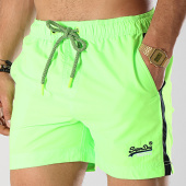 /achat-maillots-de-bain/superdry-short-de-bain-avec-bandes-beach-volley-m30010at-vert-fluo-noir-169049.html