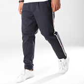 /achat-chinos/produkt-pantalon-chino-avec-bandes-anthony-bleu-marine-171843.html