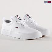/achat-baskets-basses/tommy-hilfiger-jeans-baskets-femme-classic-en0en00540-white-171993.html
