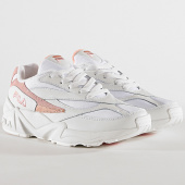 /achat-baskets-basses/fila-baskets-femme-v94m-low-1010600-02n-white-salmon-chalk-pink-172319.html
