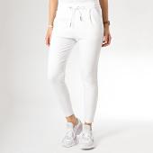 /achat-pantalons-carreaux/vero-moda-pantalon-femme-eva-loose-blanc-172818.html