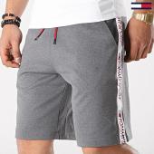 /achat-shorts-jogging/tommy-sport-short-jogging-avec-bandes-tape-detail-0096-gris-chine-blanc-173447.html