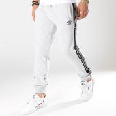/achat-pantalons-joggings/umbro-pantalon-jogging-a-bandes-697381-gris-chine-175287.html
