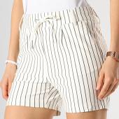 /achat-shorts-jogging/only-short-femme-raye-poptrash-blanc-noir-176521.html
