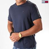 /achat-t-shirts/tommy-hilfiger-tee-shirt-avec-bandes-0562-bleu-marine-177559.html