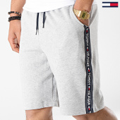 /achat-shorts-jogging/tommy-hilfiger-jeans-short-jogging-avec-bandes-0707-gris-chine-177562.html