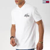 /achat-polos-manches-courtes/tommy-hilfiger-jeans-polo-manches-courtes-solid-graphic-6289-blanc-177578.html