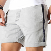 /achat-shorts-chinos/celio-short-chino-a-bandes-notapebm-gris-clair-179012.html