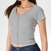 https://www.laboutiqueofficielle.com/achat-t-shirts/only-tee-shirt-femme-crop-cami-blanc-bleu-marine-180049.html