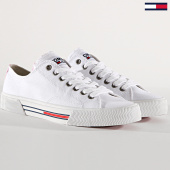 https://www.laboutiqueofficielle.com/achat-baskets-basses/baskets-femme-classic-en0en00590-white-180245.html