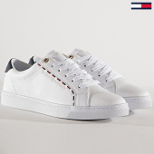 /achat-baskets-basses/tommy-hilfiger-jeans-baskets-femme-corporate-detail-fw0fw04149-white-180252.html